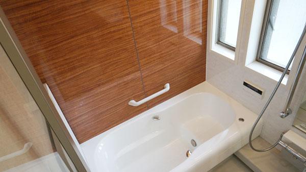 浴室の手すり設置で動作もスムーズ>