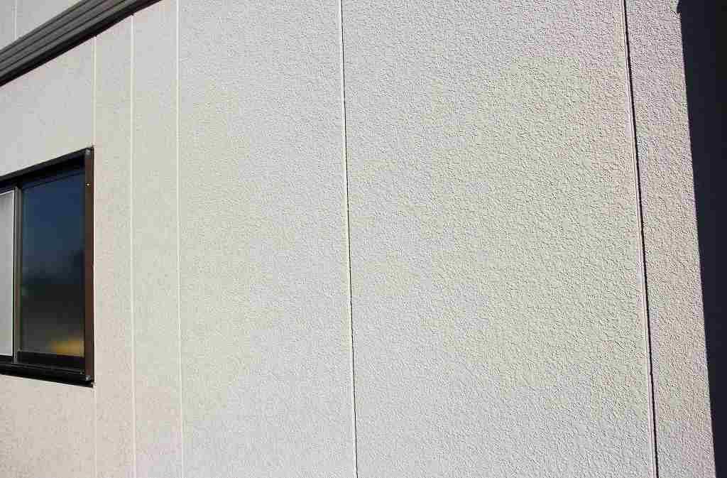 モルタルは、砂(細骨材)と、セメント、水外壁の画像