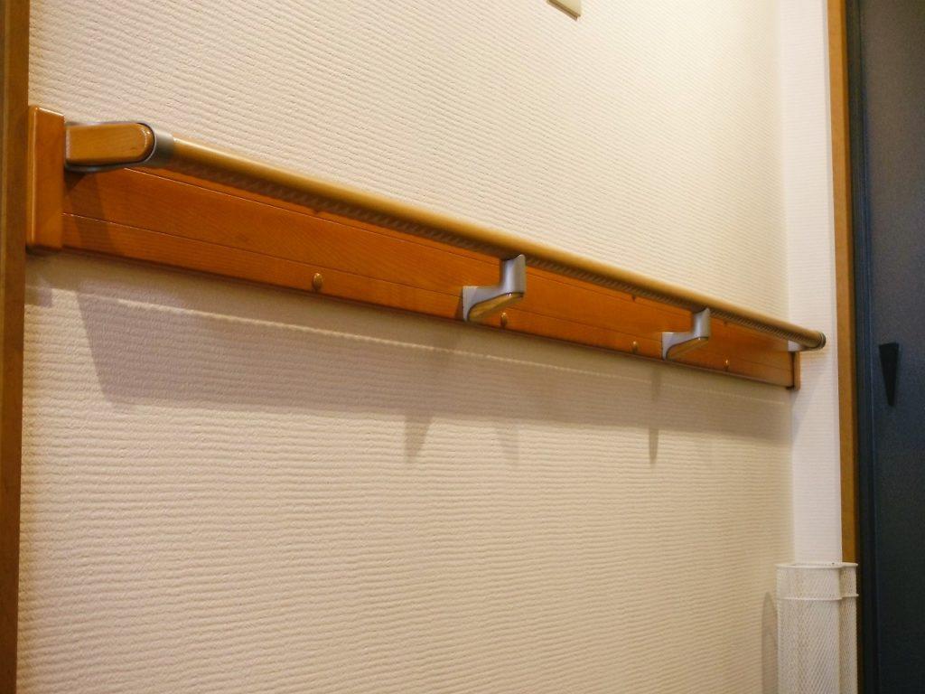 廊下にも手すりが設置されていると、足腰が安全性の高い介護リフォームをの画像