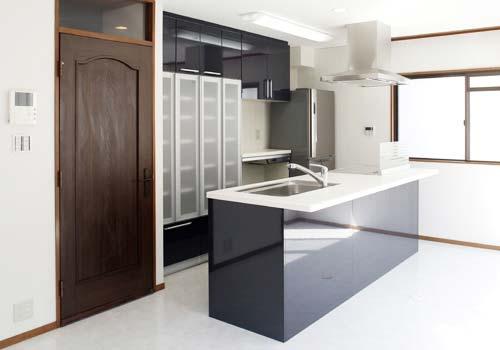 3階建ての戸建て住宅を購入して、住みやすいわが家にリフォームしました