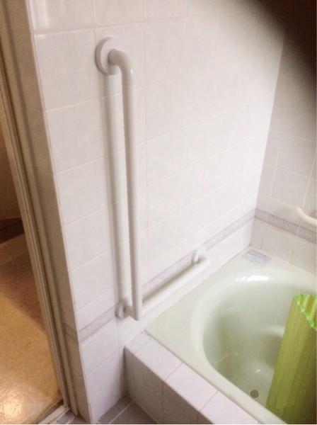 お風呂場の手すり取り付け工事