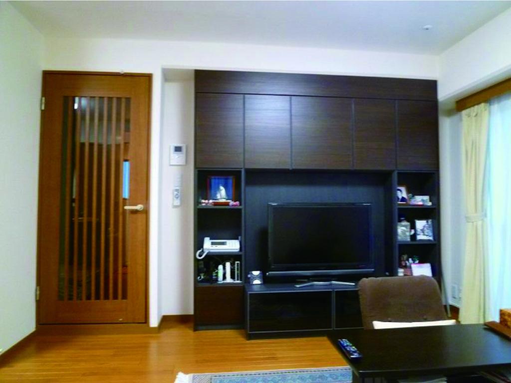 壁面収納+クロス張替え+ドア交換でリビング一新!