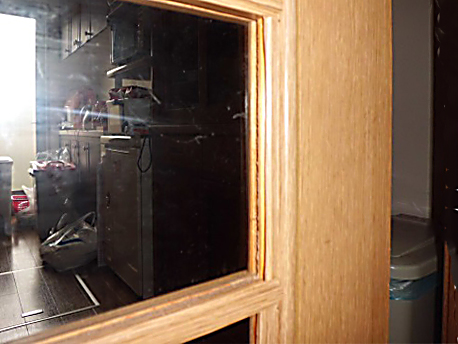 内装ドアの木目シートが捲れてきた!←DIYで修理することができます