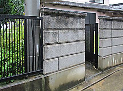 破損したフェンスとブロック塀を、部分的に新しく造り替える工事を担当しました