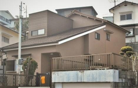 印象的な屋根形状の減築リフォーム>