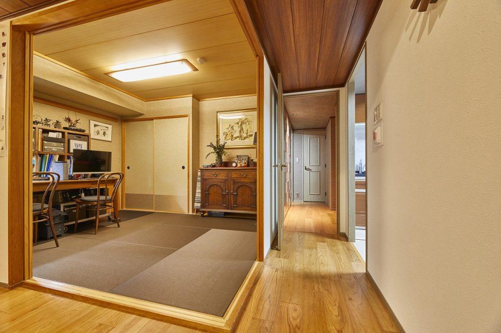 ヘリなし畳を採用・色合いもお部屋全体と調和>