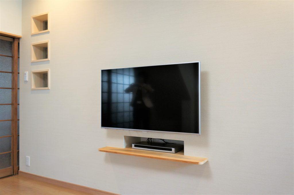壁掛け型のテレビ台>