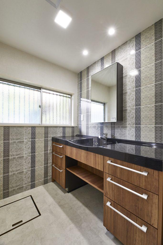 ホテルのアメニティールームを意識したモダンな洗面室>